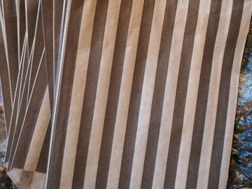 Ilmoitus: N.80 harmaavalkoista pussia