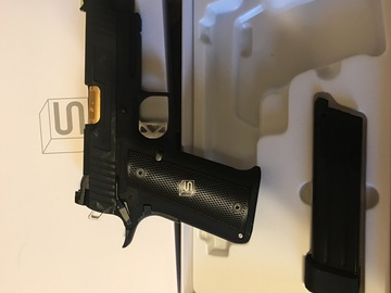 Selling: Salient Arms pistol