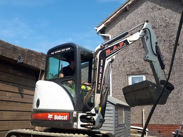 Daily Equipment Rental: Bobcat 425 ZTS 2.5 Te Excavator - self drive