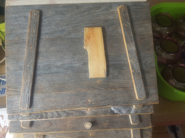 Ilmoitus: Kansio puinen.