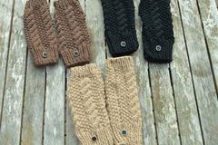 Vente au détail: mitaines noires , beiges, ou brunes avec boutons au choix