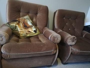 Annetaan: 2 sofas