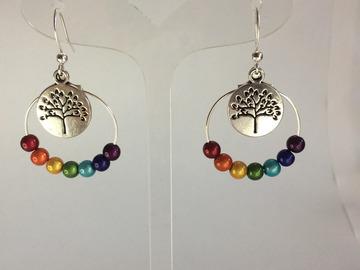 Sale retail: Boucles d'oreilles aux 7 couleurs - arbre de vie