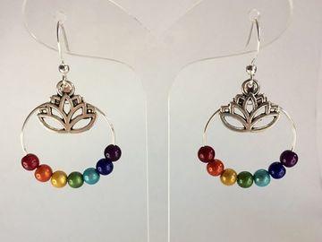 Sale retail: Boucles d'oreilles aux 7 couleurs - lotus