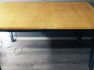 Myydään: Large Table