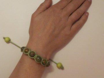 Vente au détail: Bracelet shamballa la cours de Récréation.