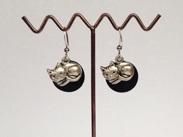 Sale retail: Boucles d'oreilles nacre petit chat