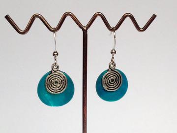 Sale retail: Boucles d'oreilles nacre spirale