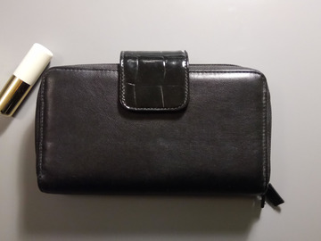 Selling: Cosmetic Bag