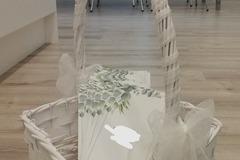 Ilmoitus: Koristeltu valkoinen kori