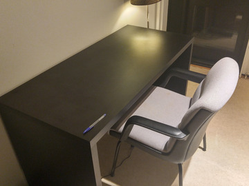 Myydään: Desk + Chair  --- Moving out sale