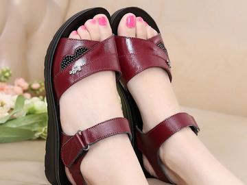 Vente avec paiement en ligne: Femmes Mère Vieille Femelle Sandales Chaussures Vache Véritable