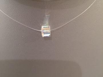 Sale retail: Collier fil de nylon finitions argent925 cube cristal Swarovski