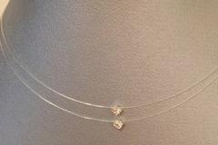 Vente au détail: Collier fil de nylon  2 strass Swarovski finitions argent925
