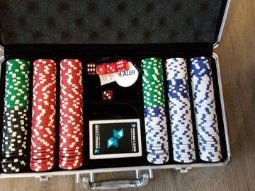 Myydään: Poker chip set
