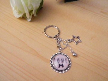 "Sale retail: porte-clefs ""miss love"""