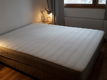 Selling: IKEA-bed 160x200
