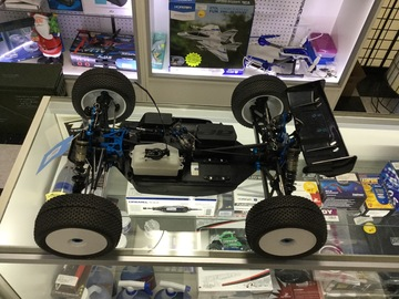 Selling: Team Associated RC8T Factory Team kit