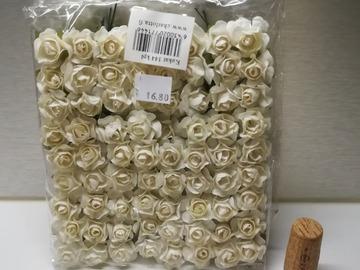 Ilmoitus: Valkoiset pienet paperiruusut (72 kpl)