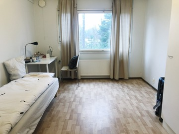 Annetaan vuokralle: A furnished room in 72.5 m2 three-people apartment in Espoo