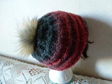 Vente au détail: bonnet  avec un pompon fausse fourrure pour adulte ou ado