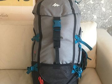 Vuokrataan (yö): Quechua Forclaz 50 hiking backpack -gray