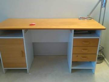 Selling: Good study table