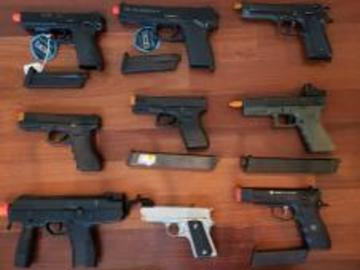 Selling: Selling Airsoft pistol lot/parts/extra mags.