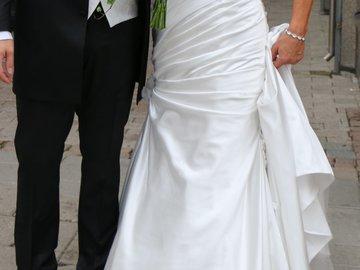 Ilmoitus: Kaunis puku pitkälle morsiamelle