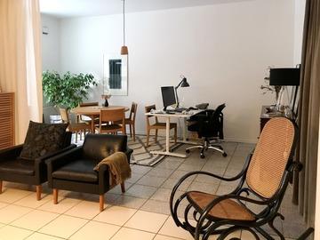 Renting out: Pöytäpaikka viihtyisältä työhuoneelta Punavuoresta