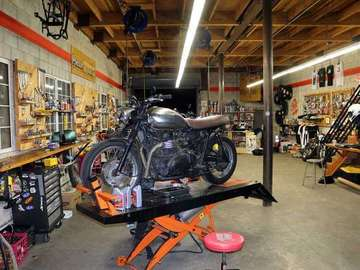 Daily: Lucky Wheels Motorcycle Garage - LA