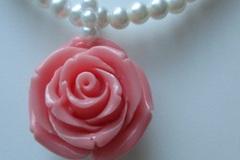 Ilmoitus: Ruusu helmikaulakoru
