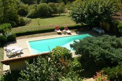 NOS JARDINS A LOUER: A 15mn de lyon, 2100m2 de jardin dans les bois avec piscine