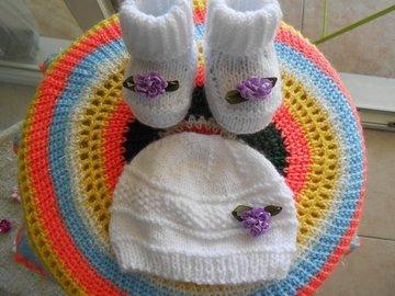Vente au détail: Bonnet et chaussons bebe