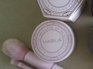 Venta: SET DE NABLA CLOSE UP BAKING&SETTING POWDER + 2 PINCELES