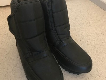 Myydään: Winter Boots with Foldable Spikes Grips Size 39