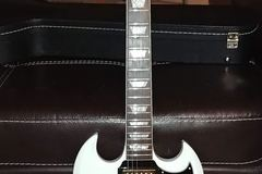 Renting out: Gibson SG Limited Alpine White with gold hardware