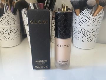 Venta: Gucci Satin Matte Foundation NUEVA