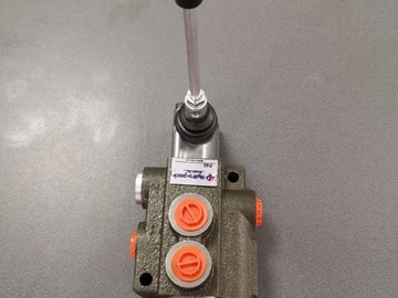 Spares / consumables for sale: P40 1bank lever handle spool valve
