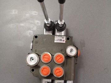 Spares / consumables for sale: 2bank 2 lever hydraulic spool valve