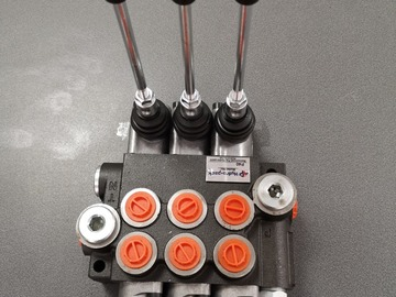 Spares / consumables for sale: 3bank hydraulic spool valve