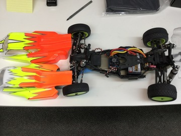 Selling: Used TLR 22 3.0 racing buggy