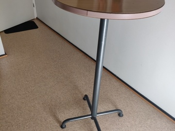 Selling: free bar table/stand desk
