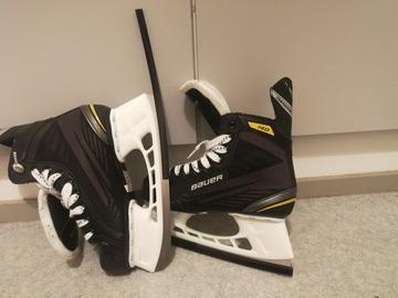 Myydään: Bauer Supreme Skates