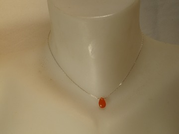 Vente au détail:  collier en argent massif  avec une cornaline