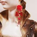 Sale retail: Boucles d'oreilles rouge fuchsia fleur pompon
