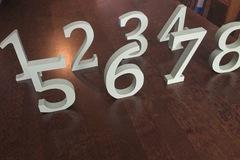Ilmoitus: Vaaleanvihreät pöytänumerot 1-8
