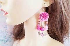 Vente au détail: Boucles d'oreilles rose vif fleur pompon