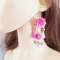 Sale retail: Boucles d'oreilles rose vif fleur pompon