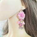 Vente au détail: Boucles d'oreilles rose douce fleur pompon